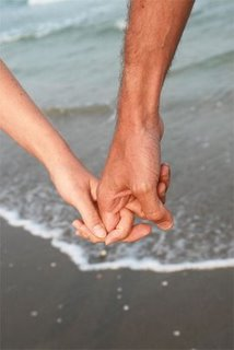 Holdinghands2
